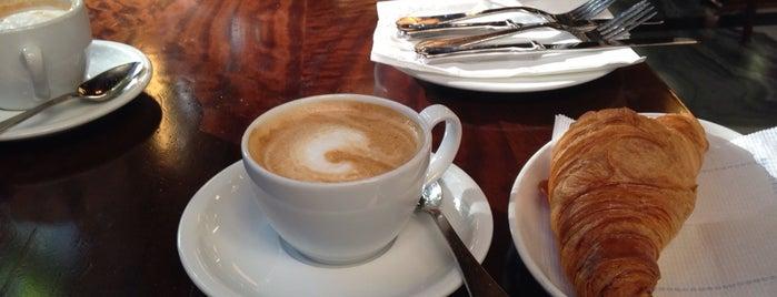 El Velódromo is one of Breakfast and nice cafes in Barcelona.