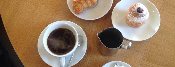 Double B Coffee & Tea is one of Lugares favoritos de Maria.