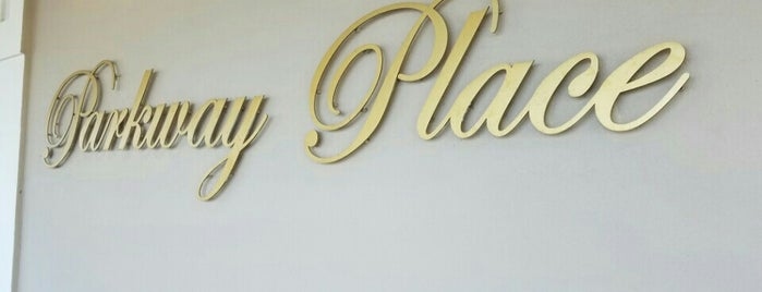Parkway Place is one of Gwen'in Beğendiği Mekanlar.