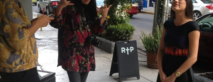 R†P Rosa Pistola is one of shopping.