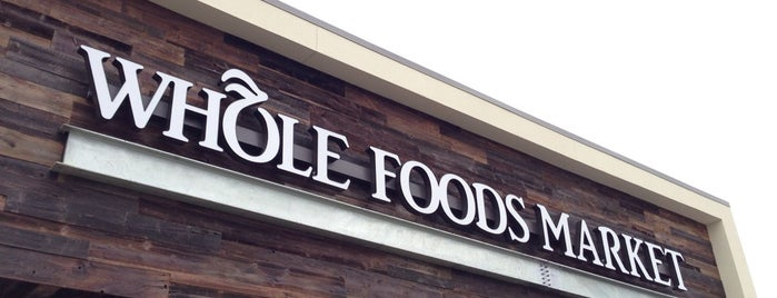 Whole Foods Market is one of Tempat yang Disukai Mike.
