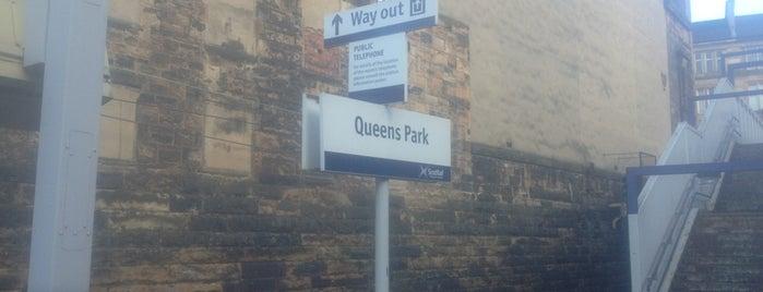 Queens Park Railway Station (QPK) is one of Lieux qui ont plu à Jonathon.
