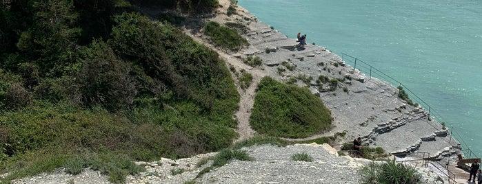 Дикий пляж Сосновка is one of Lieux qui ont plu à Jano.