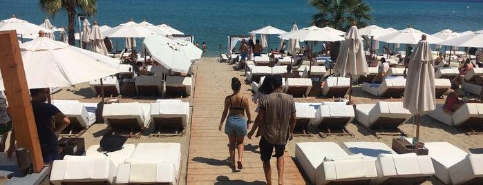 Achinos Beach is one of Feyza'nın Beğendiği Mekanlar.