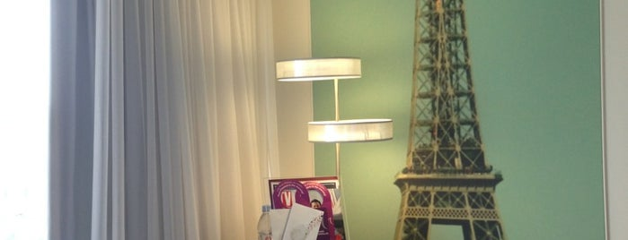 Mercure Paris Vaugirard Porte de Versailles Hotel is one of Yves's Liked Places.