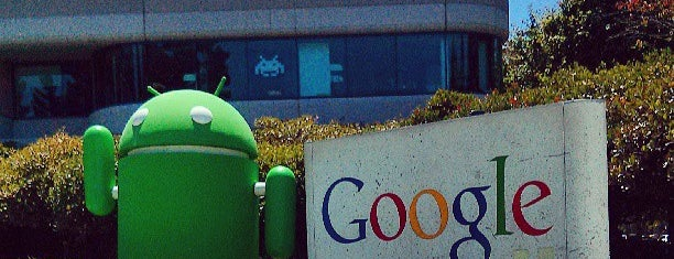 Android Lawn Statues is one of Posti che sono piaciuti a Analucia.