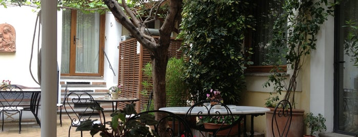 Relais Le Clarisse Hotel Rome is one of Lugares favoritos de Danielle.