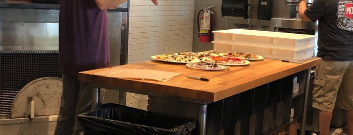 MOD Pizza is one of John 님이 좋아한 장소.