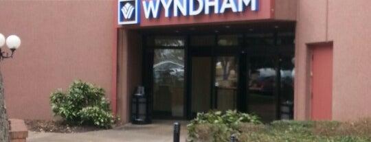 Wyndham Dallas Suites - Park Central is one of Elizabeth : понравившиеся места.