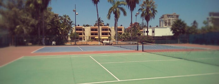 Racquet Club Gaviotas is one of Orte, die Ernesto gefallen.