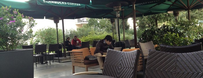 Starbucks is one of Sotiris T. 님이 좋아한 장소.