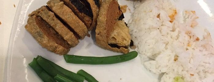 Loving Hut Vegan Cuisine is one of Locais curtidos por Clarissia.