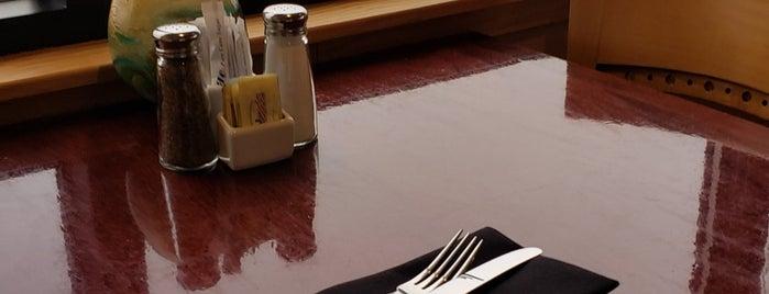Fathoms Restaurant & Bar is one of Lieux qui ont plu à PDX.