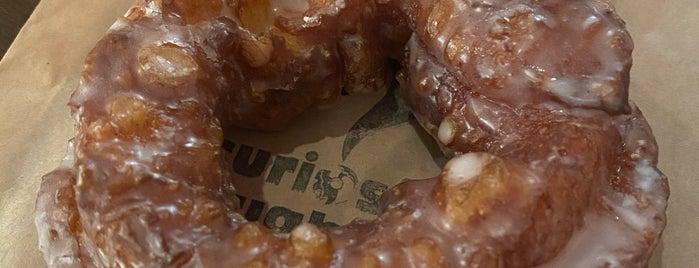 Curiosity Doughnuts is one of Lieux qui ont plu à Jason.