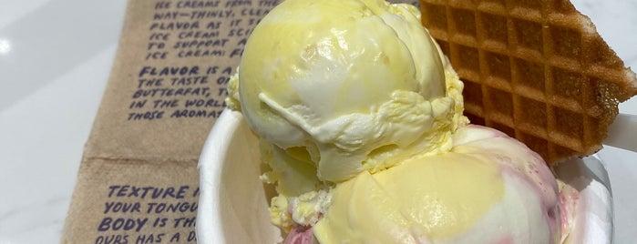 Jeni's Splendid Ice Creams is one of Thaís 님이 저장한 장소.