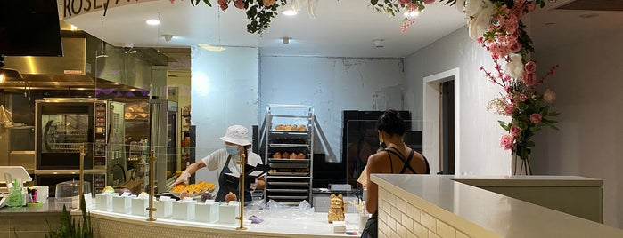 Rose Ave Bakery is one of Locais curtidos por Isa.