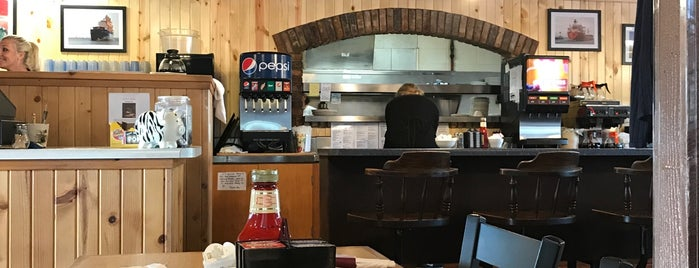 Julie's Family Restaurant is one of Locais curtidos por Tanya.