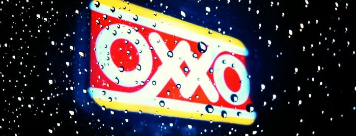 OXXO is one of Locais curtidos por Julio.