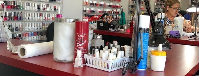 Alzira's Hair Salon is one of Locais salvos de Bilge.