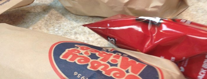 Jersey Mike's Subs is one of Lucasさんのお気に入りスポット.
