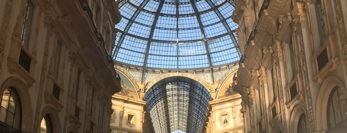 Galleria Vittorio Emanuele II is one of Lugares favoritos de Kayla.