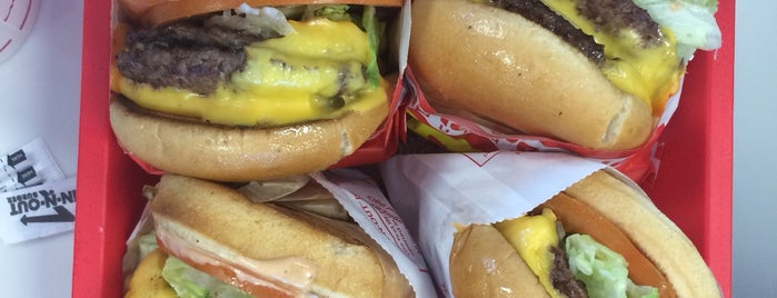 In-N-Out Burger is one of Tempat yang Disukai Kayla.