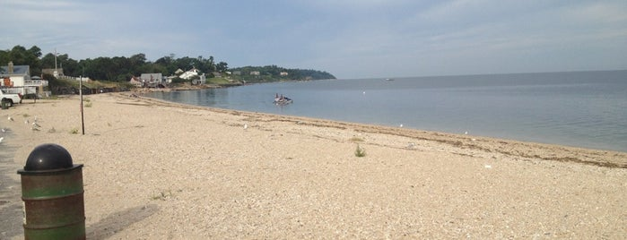 Southold Beach is one of Lugares favoritos de Swen.