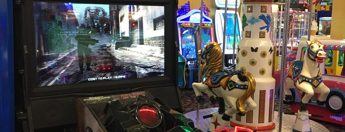 Northern Lights Arcade at Great Wolf Lodge is one of Lizzie 님이 저장한 장소.