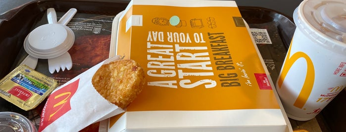 McDonald's is one of Locais curtidos por Danny.