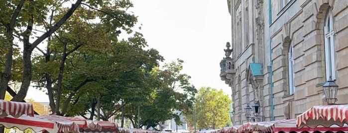 Schlossplatz is one of Lugares favoritos de Joud.