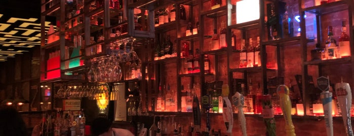 The Maze Bar + Eatery is one of Alex'in Beğendiği Mekanlar.