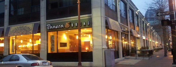 Panera Bread is one of Lieux qui ont plu à Consta.