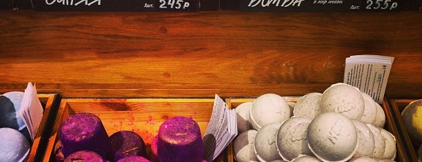Lush is one of Orte, die Карина gefallen.