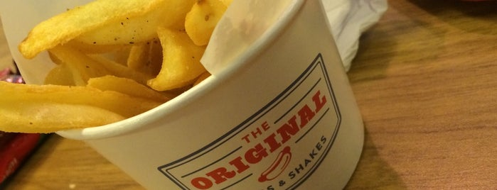 The Original Dogs & Shakes is one of Locais curtidos por Tuba.