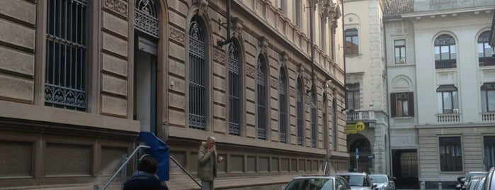 Poste Italiane is one of Pavia: luoghi utili.