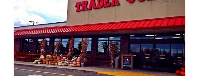 Trader Joe's is one of Locais curtidos por icelle.