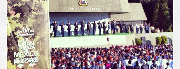Campo militar. Puerta 8 is one of Por ahi ando.