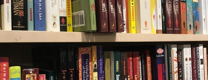 aumshanti Bookshop & Crystal Gallery is one of Orte, die Shanda gefallen.