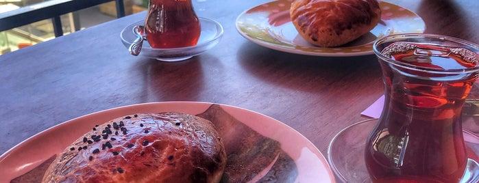 Karadeniz Pastanesi & Cafe is one of Mahide 님이 좋아한 장소.
