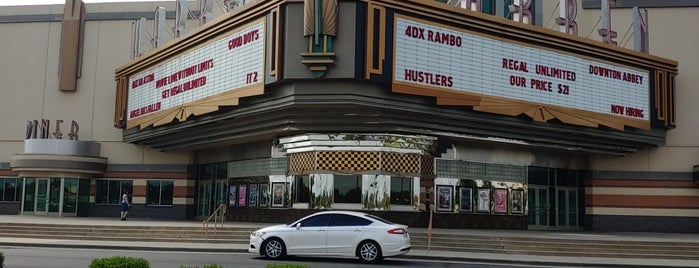Regal Warren Moore 4DX & IMAX is one of Cyndiさんのお気に入りスポット.