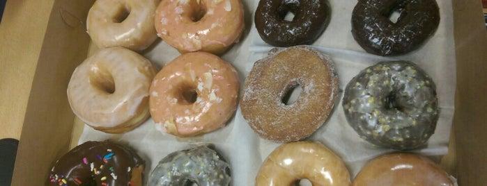 Monuts Donuts is one of Durham Recs.