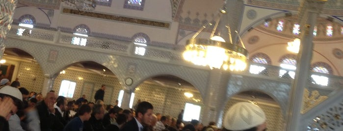 Beykent Cami is one of Yılmaz 님이 좋아한 장소.