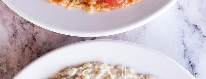 Murano's is one of สถานที่ที่ Gamze ถูกใจ.