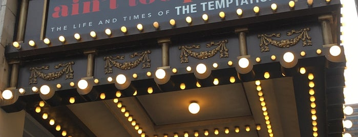 Theater District is one of Lugares favoritos de Erika.