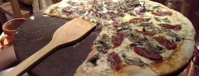 Pizzas A La Piedra is one of Lugares favoritos de Mirna.
