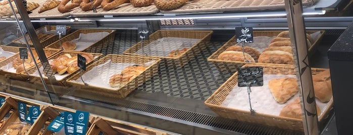 Alhatab Bakery is one of Lugares favoritos de Haifa.