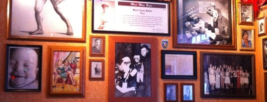 Buca di Beppo is one of Pittsburgh.