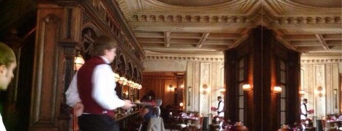 Cafe Pushkin is one of Список мест с самым вежливым персоналом.