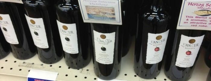 Tops Liquor is one of สถานที่ที่ Kathleen ถูกใจ.