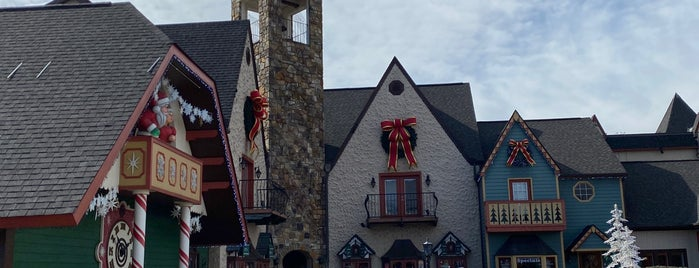 The Incredible Christmas Place is one of Lieux qui ont plu à kristen.